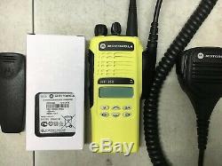 (1) MOTOROLA HT1250 UHF RADIO 450-512MHz 128CH AAH25SDF9AA5AN NARROW BAND XTS CP