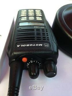 Motorola HT1250 UHF 450-512 MHz 128ch 4w portable radio AAH25SDH9AA6AN HT CP