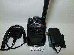 Motorola HT750 VHF 136-174mhz 16 channel Analog Portable Radio Wide/Narrow Band